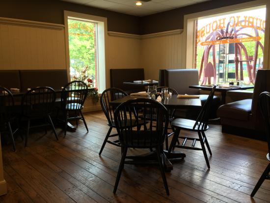 Public House of Woodstock Dining room