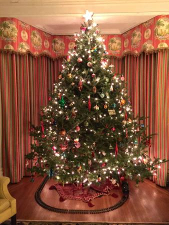 Suffield, CT: Beautiful Christmas tree with working train and track in one sitting room