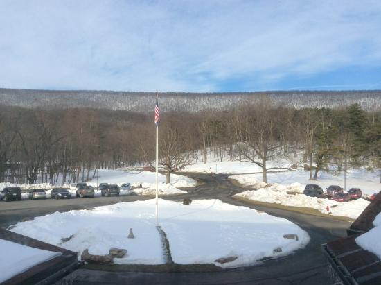 Cacapon Resort State Park: The view from our mountain view room.
