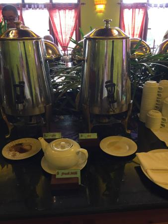Steung Siemreap Hotel: Poor quality, cracked crockery and milk in the teapot - not 4 star