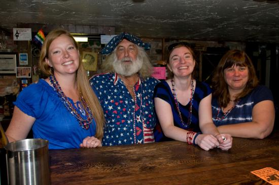 Nehalem, OR: Richelle, Ray, Laura & Mel serving up some fun!
