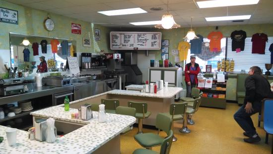 West Jefferson, NC: Authentic old-time lunch counter.  The only one around.