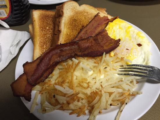 Southaven, MS: Me eggs fried well, bacon, toast and hash browns - great price too!