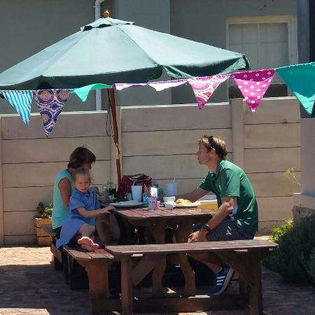 Grahamstown, South Africa: Oscar's Country Cafes first street food festive! A great success!
