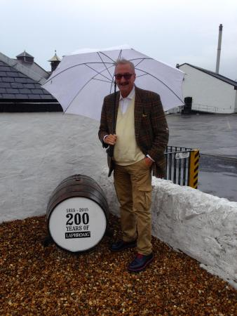 Port Ellen, UK: Appreciating 200 years of Laphroaig history on a rainy August afternoon!!