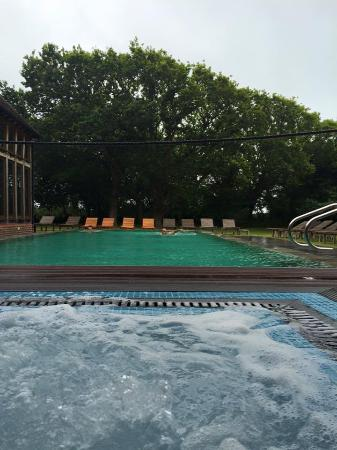 Climping, UK: OUTDOOR POOL AND HOT TUB