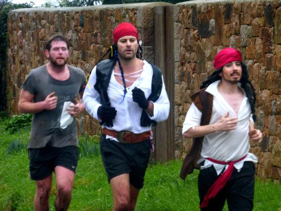 St. Martin, UK: Brave runners take on the Adventure race!