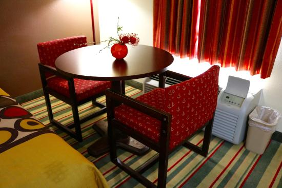 Dublin, GA: In Room Chairs & Table
