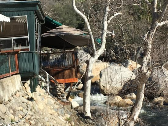 Three Rivers, CA: Outside dining deck by the river
