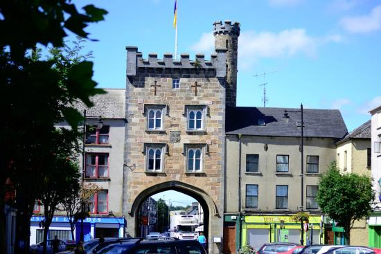 Clonmel, Ireland: Go through the Arch - first pub on your left!