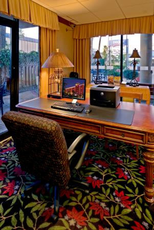 Miami Springs, FL: Holiday Inn Express Miami Airport Free 24 hour Business Center