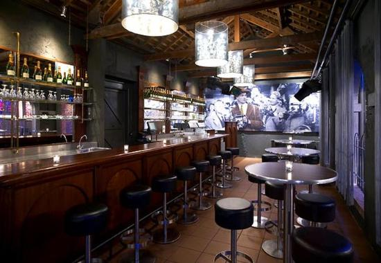 Hoofddorp, The Netherlands: Claus – Champagne & Wine Bar