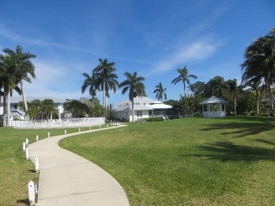 Pineland, FL: Tarpon Lodge (viewed from the dock area)