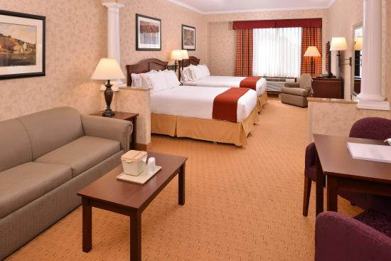 Albany, OR: Double Queen Suite