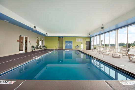 Swimming pool picture of holiday inn express hotel for Pool show florence sc