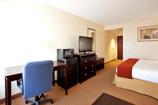 Chester, VA: Triple Sheeted King Bed Rooms both in smoking and non-smoking.