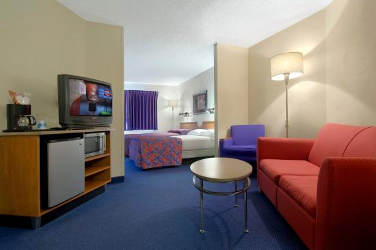 Elyria, OH: Double Suite