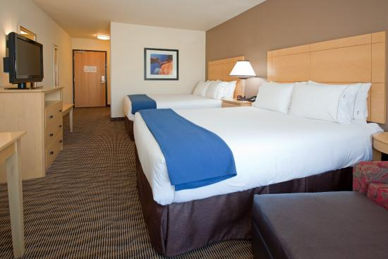 West Valley City, UT: Standard Double Queen Room with soft and firm pillows