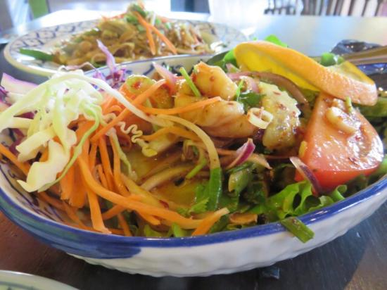Shrimp salad picture of bangkok happy bowl thai bistro for Asian cuisine kauai