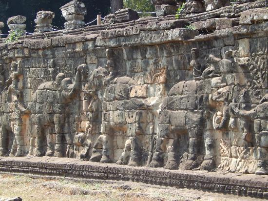 Elephants wall picture of terrace of the elephants siem for Terrace of the elephants