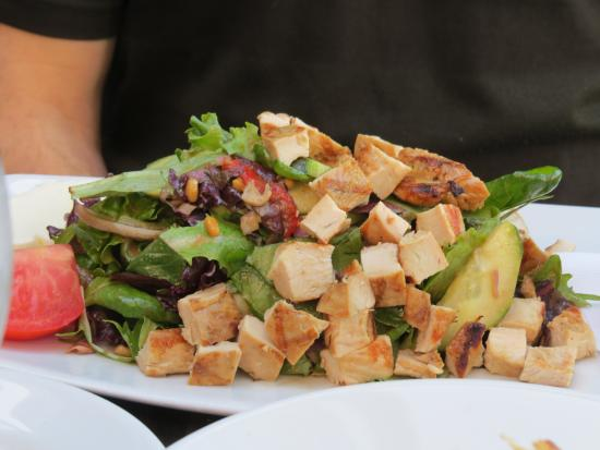 Salad with chicken added picture of rock 39 n fish for Rock n fish restaurant
