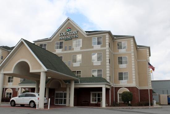 Country Inn & Suites Calhoun