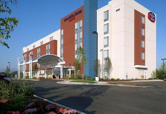 Best hotel deal near great lakes naval station review of for Nice hotels in chicago