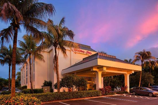 Hampton Inn Central Naples Photo