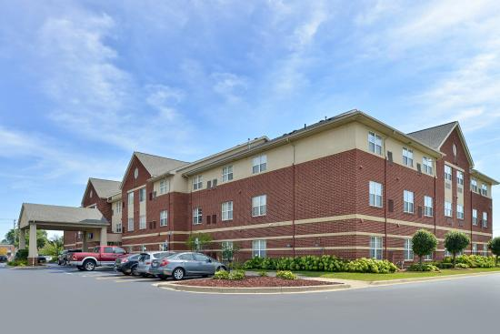 Holiday Inn Express Suites Southfield