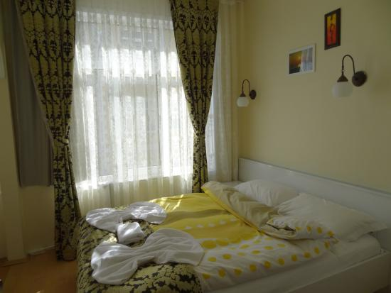 Tulip guesthouse istanbul turkey guest house reviews for Guest house harbiye