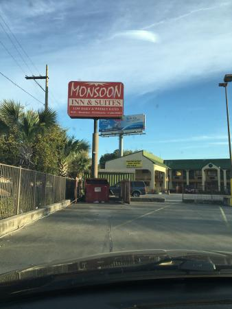 Monsoon Inn