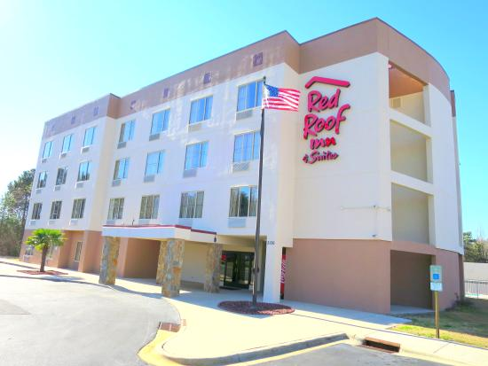 Red Roof Inn & Suites Fayetteville - Fort Bragg