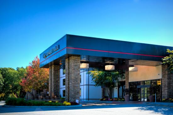 Crowne Plaza, Suffern