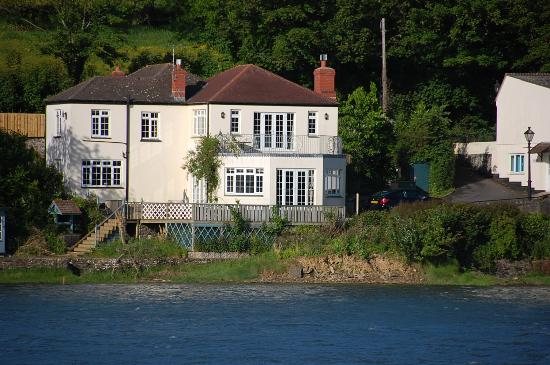 Riverside Cottage Guesthouse