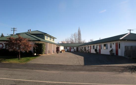 The Lakes Motel