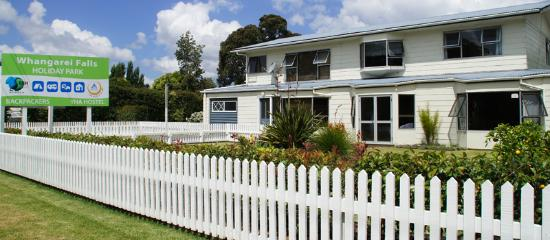 Whangarei Falls Holiday Park & BBH Backpackers