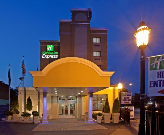 Holiday Inn Express Hotel LaGuardia Airport