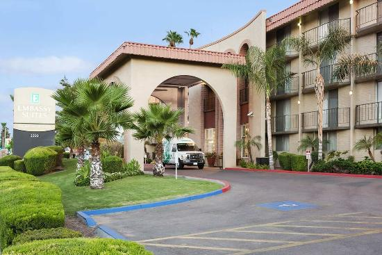 Embassy Suites Phoenix Airport at 24th Street
