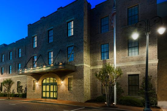 Residence Inn Savannah Downtown / Historic District
