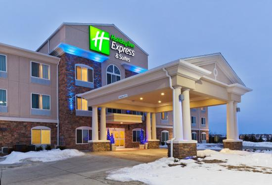 Holiday Inn Express & Suites Omaha I-80