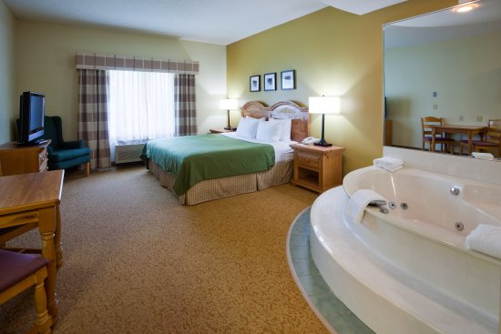 Country Inn & Suites St. Cloud West