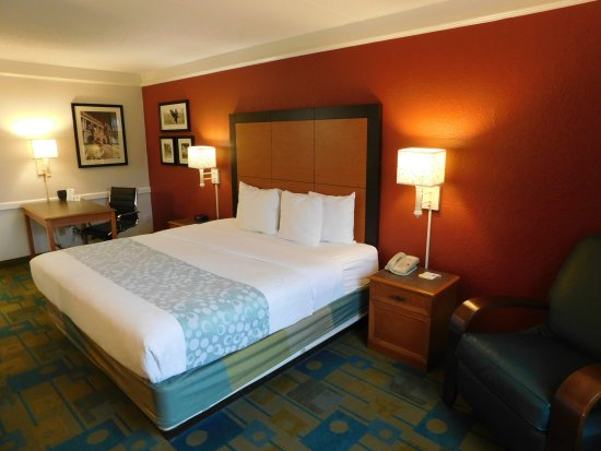 Days Inn & Suites Schaumburg