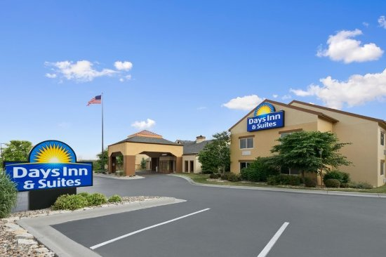 Days Inn and Suites Omaha