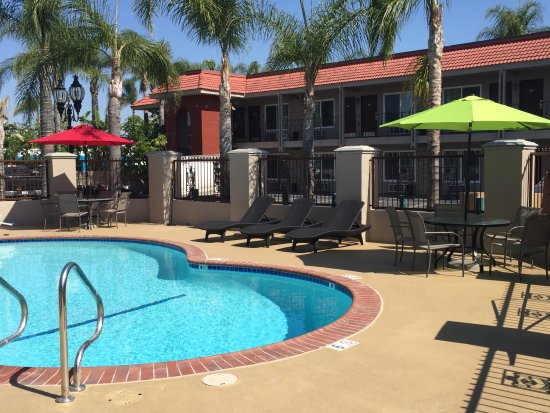 Days Inn Suites Anaheim At Disneyland Park