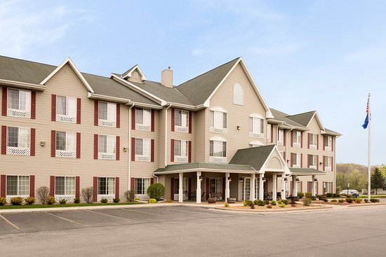 Country Inn & Suites by Carlson _ West Bend