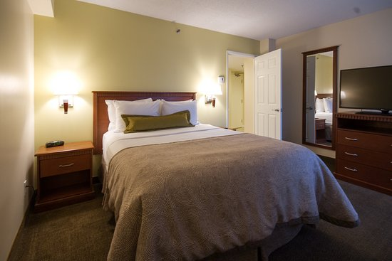 Candlewood Suites Montreal Centre-Ville Hotel