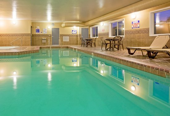 Holiday Inn Express Devils Lake