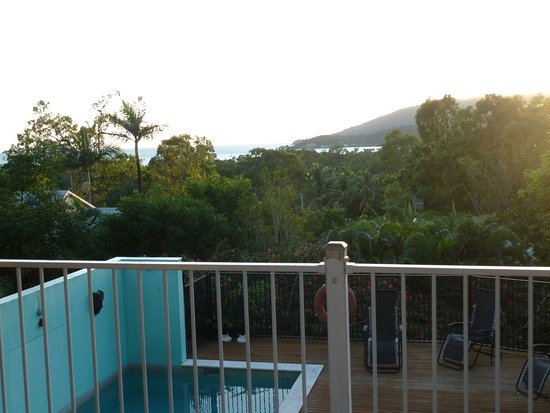 Airlie Beach Myaura Bed and Breakfast
