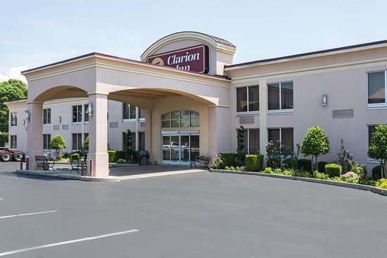 Clarion Inn & Summit Center