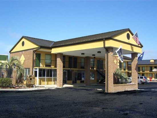 Travelers Inn & Suites